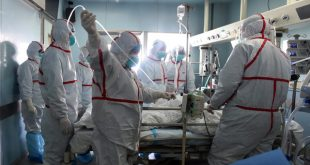 This photo taken on February 12, 2017 shows an H7N9 bird flu patient being treated in a hospital in Wuhan, central China's Hubei province.  China is experiencing its deadliest outbreak of the H7N9 bird-flu strain since it first appeared in humans in 2013, killing 79 people in January alone and spurring several cities to suspend live poultry trade. / AFP PHOTO / STR / China OUT