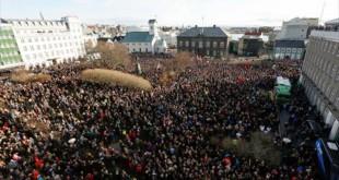 manifestacion-reikiavik-contra-primer-ministro-islandia-br-sigmundur-gunnlaugsson-mencionado-los-papeles-panama-1459807689548