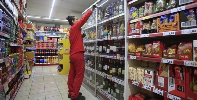Barcelona 18 11 2015 Medidas de seguridad en los supermercados para evitar robos con dispositivos antirrobo en algunos productos en la foto supermercado dia de torrent de l olla    Foto Ferran Nadeu