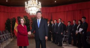 Spanish Deputy Prime Minister Soraya Saenz de Santamaria  L  shakes hands with the President of the People s Republic of China  Xi Jinping during their meeting on the spanish Canary island of Gran Canaria on November 24  2016     AFP PHOTO   DESIREE MARTIN