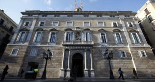 An exterior view of Palau de la Generalitat de Catalunya  regional government  is seen in Barcelona  December 12  2013  Separatist parties in Spain s northeastern Catalonia region on Thursday agreed the wording of an independence referendum on November 9  2014  but the Spanish government said the vote was illegal and would not happen  Catalan regional government head Artur Mas said the vote would ask two questions   Do you want Catalonia to be a state   and  Do you want that state to be independent    REUTERS Albert Gea  SPAIN - Tags  POLITICS ELECTIONS  FACHADA FACANA VISTA