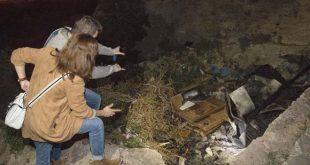 GRA438. ALMERIA, 03/04/2017. Imagen de la casa cueva en el paraje de La Molineta, en el barrio almeriense de Los Ángeles, donde esta tarde han fallecido calcinados tres jovenes tras producirse un incendio en su interior. EFE / Carlos Barba.