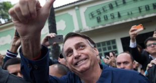 Brazil's right-wing presidential candidate for the Social Liberal Party (PSL) Jair Bolsonaro gives his thumbs up after casting his vote at Villa Militar, during general elections, in Rio de Janeiro, Brazil, on October 7, 2018. (Photo by Fernando Souza / AFP)