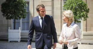 French President Emmanuel Macron (L) welcomes newly designated president of the European Commission Ursula von der Leyen upon her arrival at the Elysee presidential palace in Paris on July 23, 2019. - German Defence Minister Ursula von der Leyen will become European Commission president in November 2019. (Photo by LUDOVIC MARIN / AFP)