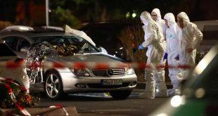 Forensic experts work around a damaged car after a shooting in Hanau near Frankfurt, Germany, February 20, 2020.     REUTERS/Kai Pfaffenbach