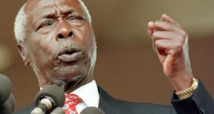 (FILES) In this file photo taken on January 5, 1998 Kenyan President Daniel arap Moi delivers his inaugural speech after he was sworn in for final five-year term in Nairobi. - Daniel arap Moi, a former schoolteacher who became Kenya's longest-serving president and presided over years of repression and economic turmoil fueled by runaway corruption, has died. Moi's death was announced by President Uhuru Kenya in a statement on the state broadcaster on February 4, 2020. He was 95. (Photo by ALEXANDER JOE / AFP)