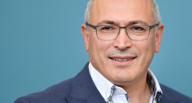 """Russian businessman Mikhail Khodorkovsky attends a photocall for the film """"Citizen K"""" on August 31, 2019 presented out of competition during the 76th Venice Film Festival at Venice Lido. (Photo by Alberto PIZZOLI / AFP)"""
