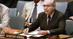 (FILES) In this file photo taken on August 08, 1988 UN Secretary General Javier Perez de Cuellar announces a cease-fire in the Iran-Iraq war will begin on August 20 during a special session of the UN Security Council, at UN headquarters in New York. - Perez de Cuellar died on March 3, 2020 Lima at the age of 100, his son reported. (Photo by Mark CARDWELL / AFP)