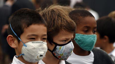 enfant avec masques