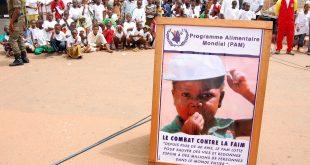 """©Ahmed Ouoba/PANAPRESS/MAXPPP - 06/06/2010 ; Ouagadougou ; Burkina Faso - OUAGADOUGOU - JUNE 6: A poster displayed at the 6th 'March Against Hunger"""" organised by the World Food Programme (WFP) on 6 June, 2010 in Ouagadougou, Burkina Faso. WFP organises annually this event to raise awareness about child hunger worldwide. (Photo Ahmed Ouoba/Panapress) - OUAGADOUGOU - 6 JUIN: Une affiche exposee lors de la 6eme edition  de la """"Marche contre la faim""""  organisee par le Programme alimentaire mondial (PAM). Ouagadougou, Burkina Faso, 6 Juin 2010. Le PAM organise chaque annee cette marche pour sensibiliser l'opinion internationale sur la situation des enfants qui souffrent de la faim. (Photo Ahmed Ouoba/Panapress)  (MaxPPP TagID: maxnewsworld738932.jpg) [Photo via MaxPPP]"""