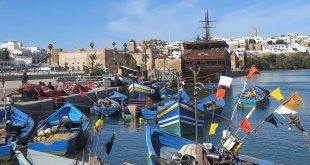 """GRAF861. RABAT (MARRUECOS), 27/02/2018.- Barcos varados en un muelle del puerto pesquero de Rabat, en el estuario del río Buregreg. El Gobierno de Rabat minimizó hoy la gravedad del fallo emitido por el Tribunal de Justicia de la Unión Europea al asegurar que """"no refuta la capacidad de Marruecos para negociar un acuerdo (con la UE) incluso en las aguas del sur"""", en referencia a las del Sáhara Occidental. EFE/Juan Vargas"""