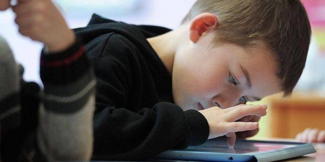 اطفال طفل اجهزة الكترونية