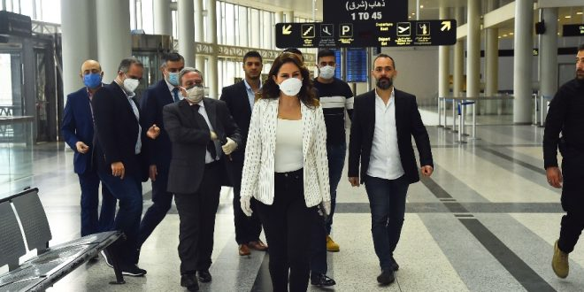 عبدالصمد من المطار