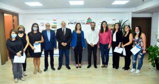 تسليم شهادات في وزارة الاعلام
