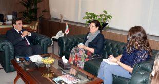 قرداحي عرض مع مويرود ومديرة UNDP