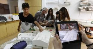 BARCELONA 04 05 2015 Reportaje sobre la escuela Sadako ganadora del Premi Ensenyament 2015  TODOS LOS NI  OS PUEDEN APARECER EN LAS FOTOGRAFIAS FOTO JOSEP GARCIA