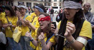 BARCELONA 08 05 2012 protesta en la plaA a sant jaume contra los recortes en las guarderias municipales escoles bressol de barcelona      FOTO FERRAN NADEU