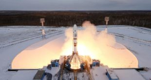 FILE PHOTO: The Souyz-2 spacecraft with Meteor-M satellite and 18 additional small satellites launches from Russia's new Vostochny cosmodrome, near the town of Tsiolkovsky in Amur region, Russia November 28, 2017. REUTERS/Stringer