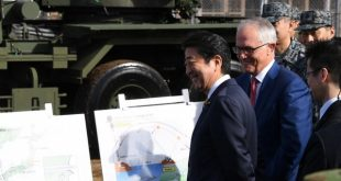 Visiting Australian Prime Minister Malcolm Turnbull (2nd L) and Japanese Prime Minister Shinzo Abe (L) listen to a briefing on the PAC-3 surface-to-air missile launcher while visiting the Japan Ground Self Defense Forces' Narashino camp in Funabashi, Chiba on January 18, 2018. / AFP PHOTO / TOSHIFUMI KITAMURA
