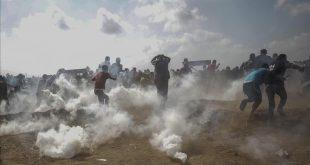 EPA5499  GAZA  CISJORDANIA   11 05 2018 - Varios palestinos se enfrentan a las tropas israelies en el este de la ciudad cisjordana de Gaza  el 10 de mayo del 2018  durante una protesta contra las celebraciones por el 70 aniversario de la creacion del Estado israeli y por el llamado  Nakba    Catastrofe  en arabe  que recuerda la salida forzada de cientos de miles de palestinos en 1948  EFE Mohammed Saber