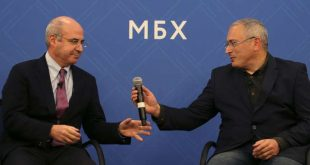 Hermitage Capital CEO and arch-crtic of the Kremlin, Bill Browder (L), and Mikhail Khodorkovsky, head of the Open Russia movement and the former oil tycoon who served 10 years in jail after openly opposing President Vladimir Putin, attend a press conference in London on November 20, 2018. A growing chorus of critics is calling on Interpol to reject a Russian candidate to lead the organisation, over fears Moscow could abuse the role to target political opponents. Browder fought for and in 2012 secured US sanctions against Russian officials believed to be involved in the death of his tax consultant, Sergei Magnitsky. / AFP / Daniel LEAL-OLIVAS