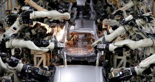 FILE PHOTO: Robots weld body shells of Toyota Motor Corp's Prius hybrid car on the assembly line at the Tsutsumi plant in Toyota, central Japan, December 8, 2017. To match Special Report BOJ-KURODA/ECONOMY    REUTERS/Toru Hanai/File Photo - RC14D05AE4D0