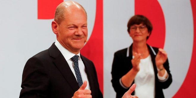 FILE PHOTO: Social Democratic Party (SPD) leader and top candidate for chancellor Olaf Scholz and party co-leader Saskia Esken react after first exit polls for the general elections in Berlin, Germany, September 26, 2021.  REUTERS/Wolfgang Rattay/File Photo